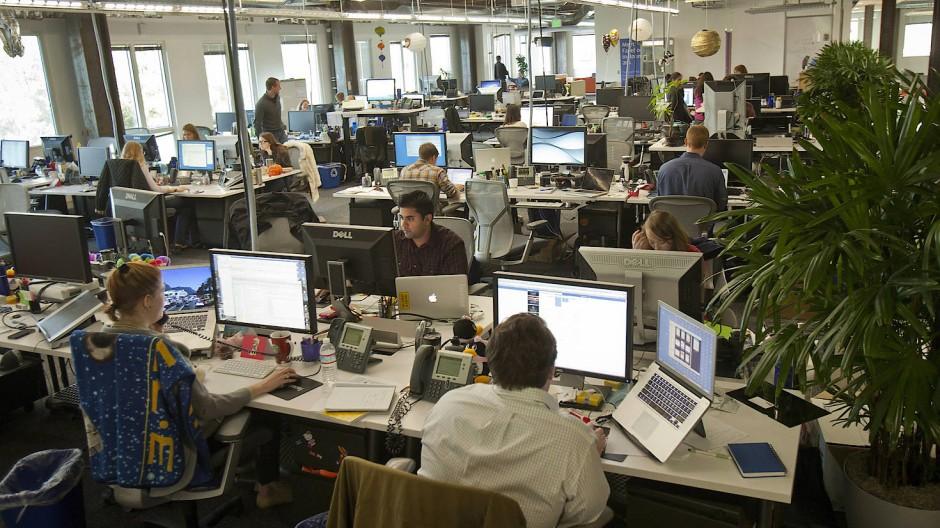 Unter Kollegen: Die große Mehrheit der Beschäftigten kommt gut miteinander aus
