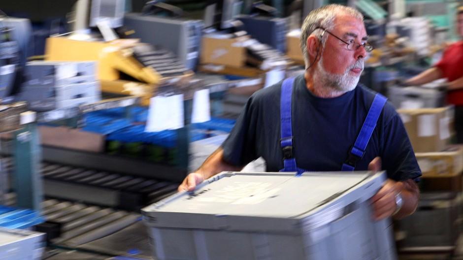 Nicht genügend qualifiziert: Die hessische Arbeitsagentur hat eine Ausbildung für Ältere ins Gespräch gebracht.