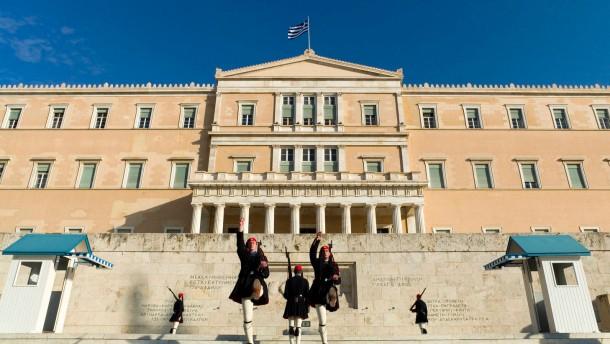 Task Force Griechenland - Horst Reichenbach, der Leiter des 30-köpfigen Krisenstabs, soll dem durch die Finanzkrise in größte wirtschaftliche Schwierigkeiten geratenen Griechenland Hilfestellung geben.