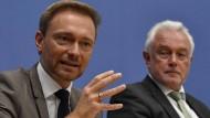 Will der FDP-Vorsitzende Christian Lindner Finanzminister werden? Er und sein Vize Wolfgang Kubicki sind jedenfalls für Schäuble als Bundestagspräsident.