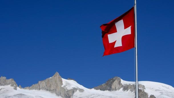 Schweizer wollen mit dem Kopf durch die Wand