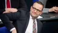 """Jens Spahn: Menschen sollen mehr von ihrem """"hart erarbeiteten"""" Geld behalten."""
