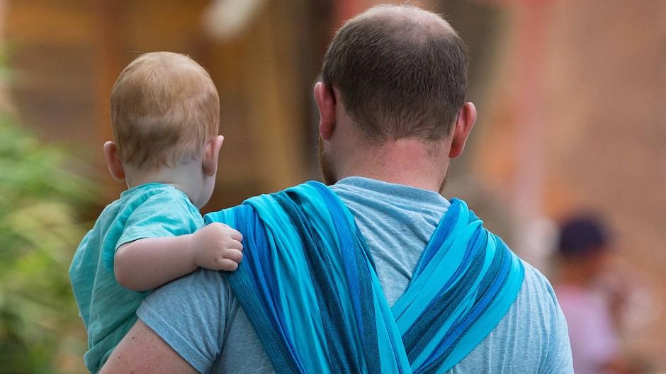Elternzeit nehmen längst auch viele Väter.
