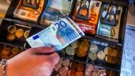 Seit Wochen diskutieren Politik und Wirtschaft über Erhalt oder Beschränkung des Bargeldes.