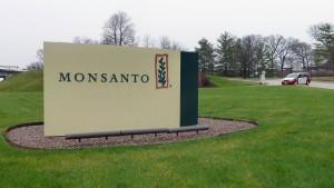 Woher nimmt Bayer das Geld für Monsanto?