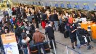 Schlange stehen bei der Lufthansa: Grund genug für eine Beschwerde?