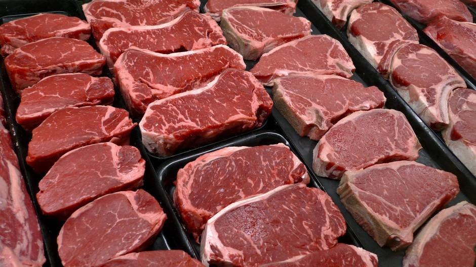 Steaks in einer Auslage