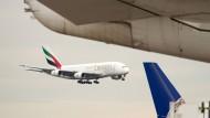 Landet noch zu selten auf den Flughäfen der Welt: Der A380, hier einer im Diensten von Emirates