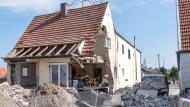 Hoffentlich gut versichert: Eingestürztes Haus im bayrischen Manching