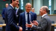 Der deutsche Finanzminister Olaf Scholz (SPD) im Austausch mit seinen Amtskollegen aus Estland und den Niederlanden
