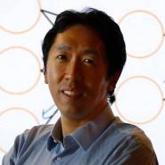 Andrew Ng vor einer Deep-Learning Illustration im Baidu-Labor im Silicon Valley