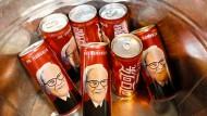 Cherry Coca-Cola, die sonst nur in China verkauft wird, gibt es auch auf dem zur Hauptversammlung gehörenden Einkaufstag von Warren Buffetts Aktionären.