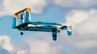 Kommen die Amazon-Pakete demnächst wirklich mit der Drohne? In Großbritannien ist der Konzern offenbar einen Schritt weiter.