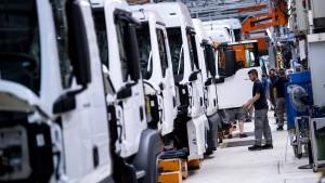 Deutsche Industrieproduktion sinkt überraschend weiter
