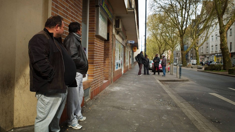 Nordstadt in Dortmund: Einwanderer vom Balkan warten auf Gelegenheitsjobs.