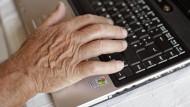 Motiviert auch in höherem Alter: ältere Arbeitnehmer freuen sich besonders über Wertschätzung.