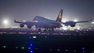 Milde Auflagen: Am Frankfurter Flughafen werden ein paar Start- und Landerechte für die Konkurrenz frei.