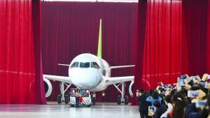 China stellt erstes Passagierflugzeug vor