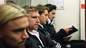 Nationalspieler fahren  mit Londoner U-Bahn zum Training