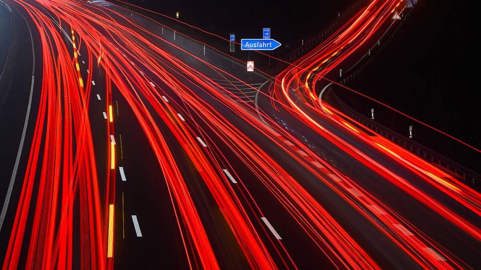 Autofahrer mit Benziner und Diesel müssen vom 1. Januar 2021 eine CO2-Abgabe zahlen.