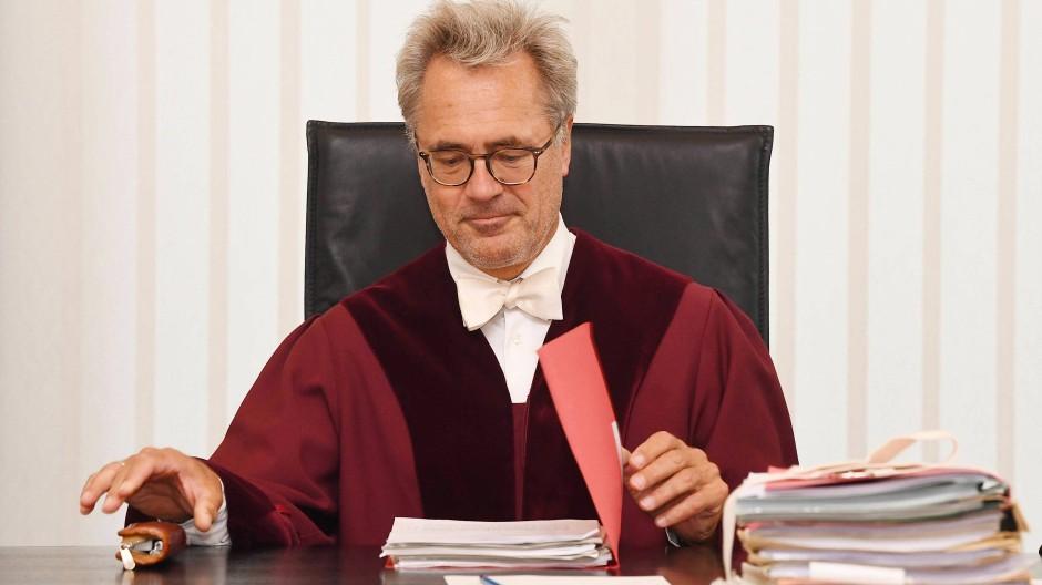 Richter Thomas Koch eröffnet die Verhandlung des Bundesgerichtshofs in Karlsruhe.