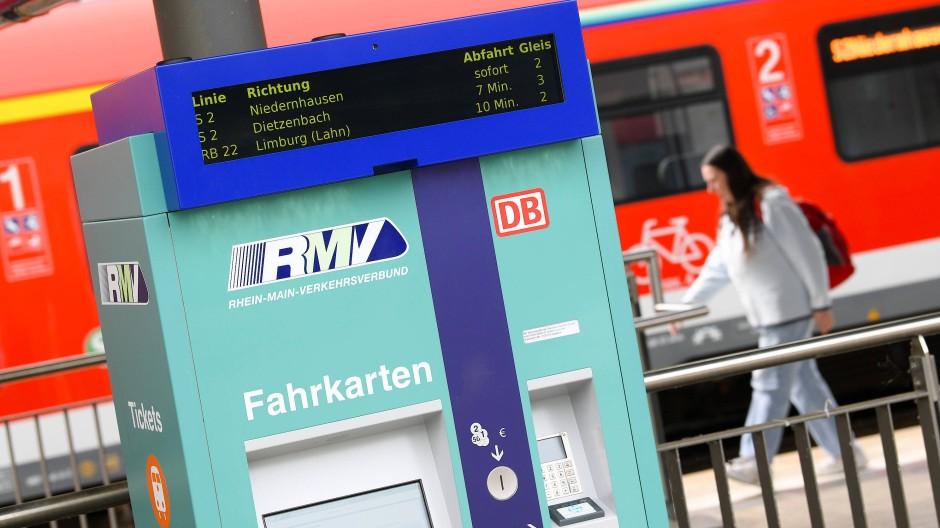 In Hessen fahren Schüler und Lehrlinge schon für 365 Euro ein Jahr lang Bus und Bahn.