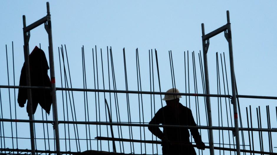Die Arbeitnehmer auf dem Bau sind unzufrieden. Es könnte bald zu Streiks kommen.