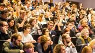 Da muss man sich erst einmal zurechtfinden: Erstsemster-Veranstaltung an der Goethe-Universität in Frankfurt.