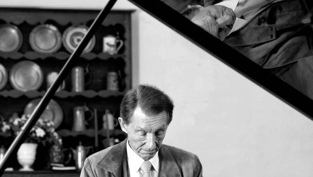 Josef Bulva  - der tschechische Wunder-Pianist, der nach einem Unfall 14 Jahre lang kein Klavier spielte, spricht auf Gut Bannacker bei Augsburg über sein Comeback  mit Holger Paul