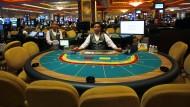 Leere Stühle in den Kasinos von Macau