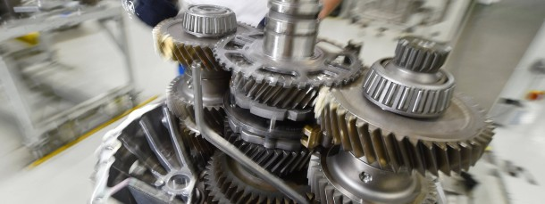 Montage eines Getriebesystems für Nutzfahrzeuge: Die Stimmung in der deutschen Wirtschaft hat sich weiter verbessert.