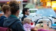 Knapp 60 Prozent aller Mütter haben im Jahr 2014 Elternzeit genommen.