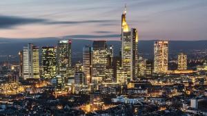 Was für Geschäfte möchte Merkel da nach Frankfurt holen?