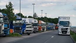 Lastwagen sollen deutlich weniger CO2 ausstoßen