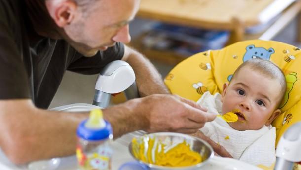 Väter nehmen häufiger Elternzeit - aber nur kurz