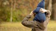 Alleinerziehende im Blickpunkt: Das Sozialrecht begünstigt ledige Eltern