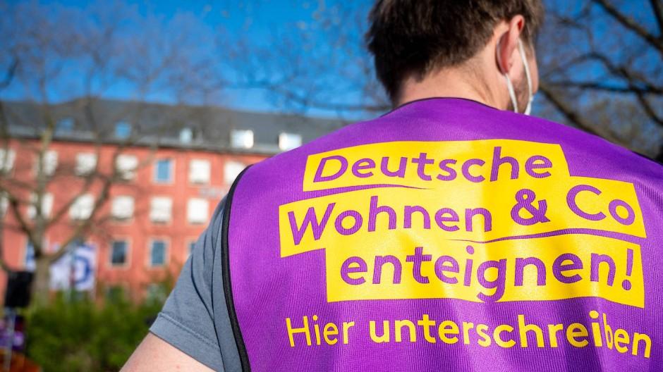 """Viele Unterschriften gesammelt: Demonstration der Initiative """"Deutsche Wohnen und Co. enteignen"""""""