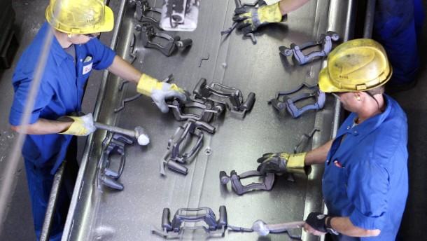 Viele Firmen der Metallbranche verschieben angeblich Tariferhoehung