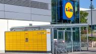 Lidl und DHL statten rund 500 Lidl-Filialen in ganz Deutschland mit DHL Packstationen aus.