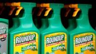 """""""Roundup"""" heißt das umstrittene Produkt von Monsanto, das Glyphosat enthält."""