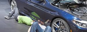Beliebt in Amerika: BMW-Mitarbeiter bereiten die Ausstellung auf der Auto-Messe in Detroit vor, die im Januar war.