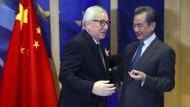 """Diplomatie zwischen """"Rivalen"""": EU-Kommissionspräsident Jean-Claude Juncker empfängt Chinas Außenminister Wang Yi am Montag in Brüssel."""