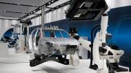 """Gerade in der Autobranche, in der viele Roboter """"angestellt"""" sind, ist die Produktivität enorm gewachsen."""