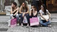 Einkaufsbummel - extrem wichtig für viele Jugendliche. Aber von wessen Geld?