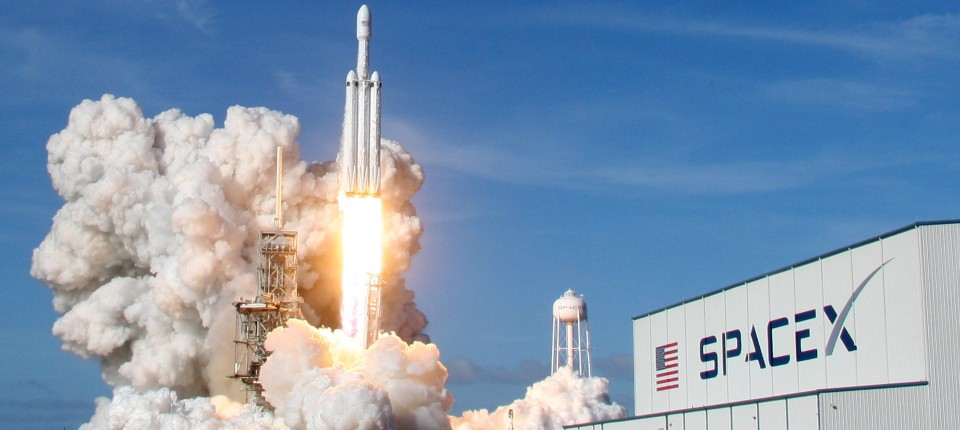 Spacex Will Ersten Weltraumtouristen Um Den Mond Fliegen
