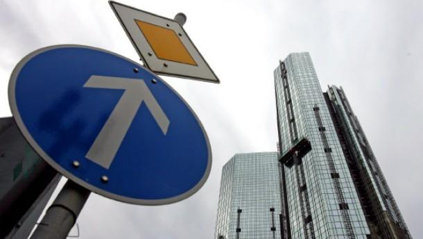 Deutsche Bank zahlt wieder höhere Boni