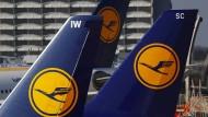 Vor anderthalb Wochen hatte sich die Lufthansa vom Ziel verabschiedet, den Vorjahres-Gewinn von 1,8 Milliarden Euro in diesem Jahr zu übertreffen.