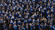 Bachelorabsolventen der Goethe-Universität in Frankfurt am Main feiern ihren Abschluss.