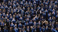 Geschafft! Bachelor-Absolventen in Wirtschaftswissenschaften an der Frankfurter Goethe-Universität.