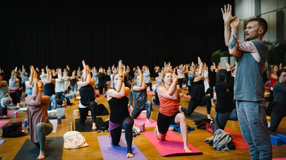 Tobias Holzinger hat sein Glück im Yogastudio gefunden